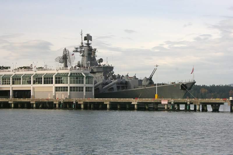 Крейсер Варяг на причале в Ванкувере