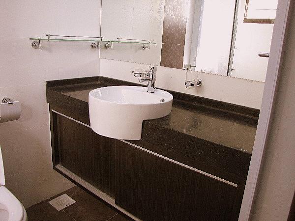 Modern toilets interior design images for Modern toilet interior