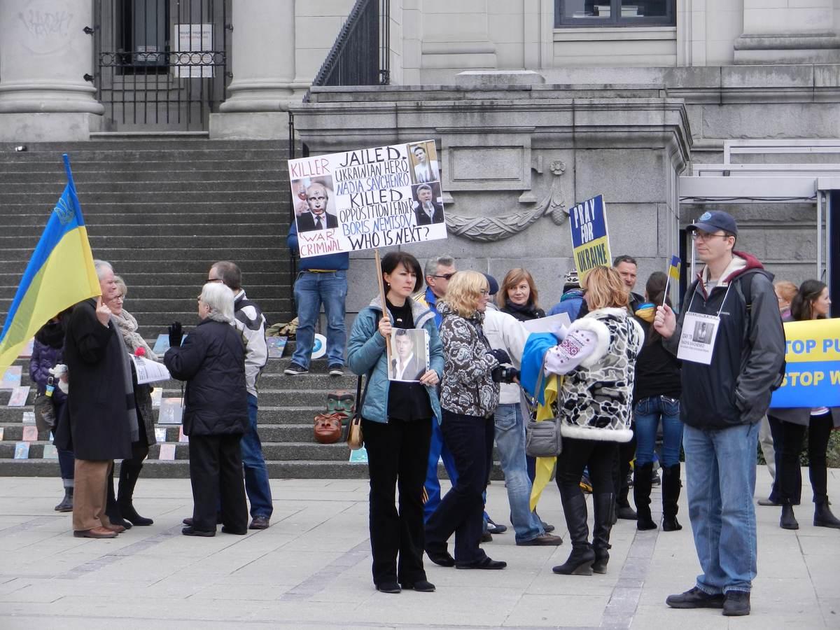 В Ванкувере столкнулись Майдан и Антимайдан